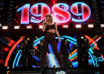 460394622-taylor-swift-performs-onstage-during-iheartradio-jingle